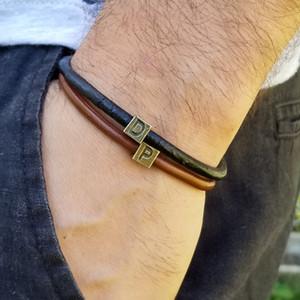 Новая мода 26 Письмо Куб Черный Коричневый кожаный браслет Мужчины персонализированный Initial браслет подарка ювелирных изделий