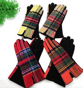Guantes de tela escocesa de invierno Pantalla táctil de dedo completo Guante de tela escocesa Guante de conducción de moda Mirco velvet Guante de pantalla táctil de invierno cálido LJJK1840