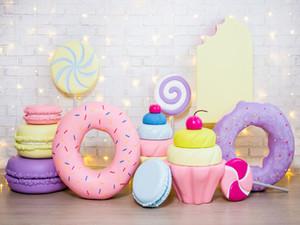 Donut tatlılar pasta dekore vinil fotoğraf arka planında beyaz tuğla duvar ışıkları Photo Booth arka çocuk doğum günü partisi stüdyo