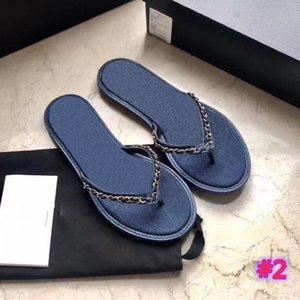 جديد Luxurys المرأة سلسلة الصنادل الجديدة المصممين أحذية Luxurys شاطئ الصيف النعال الأزياء واسعة كبيرة الحجم شقة زلق مع النساء الأحذية المسطحة