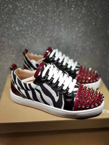 2020 son renk Hococal alt lüks erkek spor ayakkabısı moda basit bayanlar rahat ayakkabı perçin tahta ayakkabılar çok renkli boyutu 36-46 tasarımı kırmızı