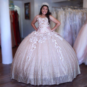 Sweet 16 Sparkle Light Pink Ball Gown Vestidos de quinceañera New Sweetheart Appliques Flores hechas a mano Big Bow Back Long Evening Prom Gowns