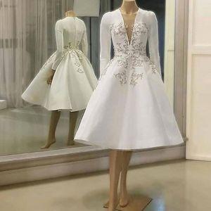 2020 Satin Vintage dentelle robes courtes appliques de mariage avec des manches longues en applique longueur genou robes de mariée sexy col V Vestidos De Novia