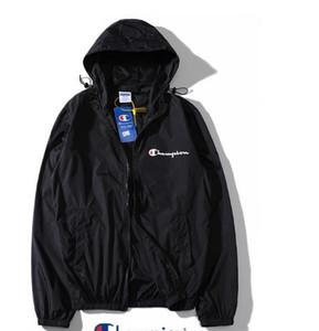 Primera marca Escudo Protector solar Ropa casual para hombre Chaquetas Hombres chaqueta con Tops impresa letra de la solapa de la capucha Negro rompevientos Streetwear