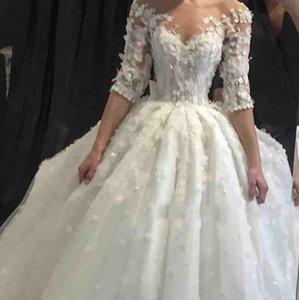 Luxe bal robe de mariage 2020 Dubai Jewel cristaux cou perles 3D Fleurs dentelle froncé longues Appliques Robes de mariée demi-manches
