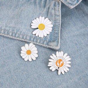 GraceAngie 1pc zinc alloy metal daisy flower brooch drop oil brooch pin drip badge new trendy brooches jewelry accessory