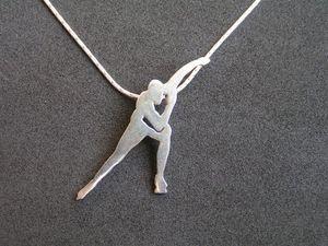 10pcs Sport Favor Skater Boy Figure Collier Patineur De Glace Homme Charme Pendentif Collier Bijoux Cadeau pour Memorial