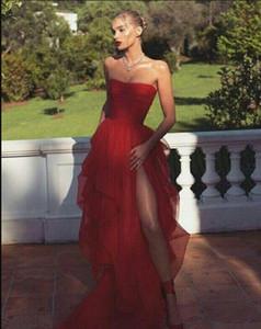 Chic Red Tulle delle increspature del partito Prom Dresses 2020 senza spalline Pieghe balze vestiti sexy della fessura di livello degli abiti di sera Robes De Cocktial elegante convenzionale