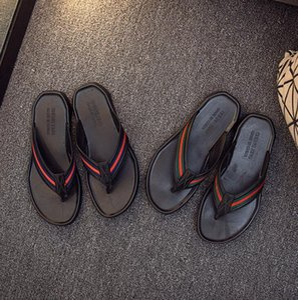 Bequeme gestreifte Mensentwerfer Pantoffeln und weise beiläufige Strand Flip-Flops Männer Gezeiten Außenmens desinger Schuhe