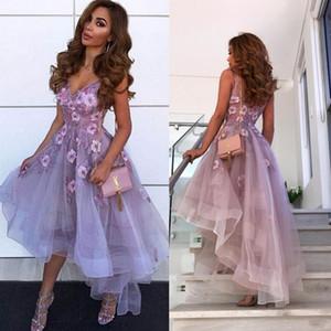 Lavanda Cuello en V Tulle Una línea Vestidos de baile 2019 Apliques de encaje árabe Vestidos de regreso a casa altos y bajos Vestidos de graduación de fiesta de graduación cortos