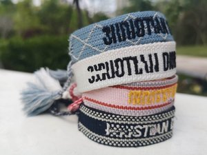 Мода Заузливание кисточкой и Cotton браслеты лучший подарок для дня дружбы также для рождения и Рождество с мешком подарков
