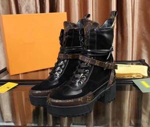 EN Kaliteli Markalı Kadın Deri Ödül Platformu Çöl Boot Tasarımcı Lady 5 CM Tıknaz Topuk Kauçuk Taban Çizmeler