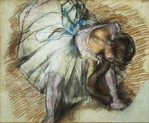 Edgar Degas Peinture à l'huile sur toile Impressionnisme Danseur Réglage de sa chaussure Home Décor peint à la main HD Imprimer Wall Art Canvas Photos 191030