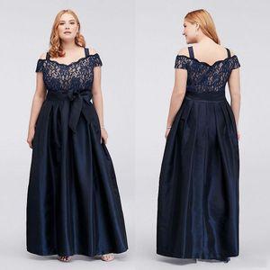 Dark Navy Plus Size Madre della Sposa abiti di pizzo fuori dalla spalla da sera con il telaio Una linea Cheap Satin floor-lunghezza vestito convenzionale