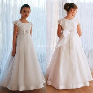 2020 White Holy First Communion Dresses Short Sleeves Lace Bow Sash Flower Girl Dresses A-Line Floor Length Party Gowns Vestidos