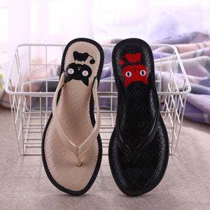 KHTAA 2019 Nouvelles Femmes Tongs De Mode Chat Imprimé Casual Chaussures Non-slip Pantoufles Femme D'été Confortable Plage Chaussures Plate