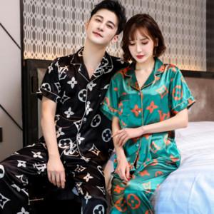 Casal pijamas para homens gelo casa simulação Simulação de mangas curtas roupas de mulher para casa de verão fina imitação de seda de seda de duas peças terno