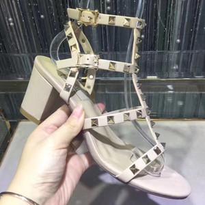 Rebites cravado Gladiator Sandálias Flat Pedras Studded Virar Sandália tamanho grande estilista para mulheres sapatos baratos de Verão Mulheres sapatos da moda