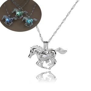 Luminous Glowing in catene Dark Horse collana Silver Horse perline ciondolo Hollow Medaglioni animale di modo gioielli per le donne