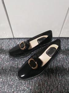 Nuovo Consegna gratuita di donne scarpe di marca famosa di modo 100% di cucito in pelle dorata pulsanti delle donne Suit Scarpe Shopping banchetti Donne scarpe
