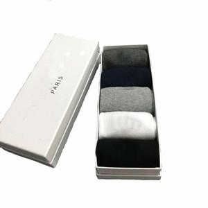 5 pares / caja de nuevo estilo de algodón calcetines de los hombres populares del hombre de negocios pegan la moda pares cortos ocasionales Tamaño calcetines de invierno Primavera de la UE 38-43