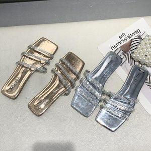 Gladiador Sandalias mujeres cristalinas Oro 2020 Summer planas zapatos de los tacones Mujer de plata Rhinestone zapatillas de playa sandalias para las mujeres