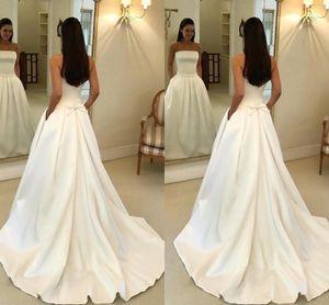 2020 Une ligne blanche de mariée Robe bustier en satin Robes de mariée Backless robe de mariée pas cher avec Boho Bowtie