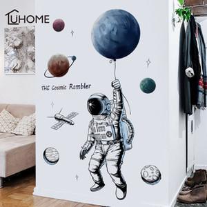 Çocuklar Odalar Boy'un Yatak Duvar Çıkartmaları Diy Duvar Sanatı Pvc Posterler Duvar kağıdı Y200103 Creative Uzay Gezegen Astronot Duvar Sticker