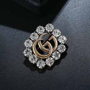 Hot Sale Fashionable Grace Ladies Brooch Metal Hollowed Out Rhinestone Brooches Zinc Alloy Pin Designer For Women Jewelry