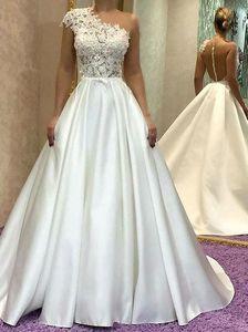 Vestidos de novia elegantes de una línea de encaje de marfil Vestidos de novia baratos de un hombro Playa Bohemio Tallas grandes Vestido de novia con espalda transparente