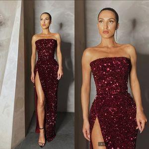 2020 Burgundy Seksi Yüksek Yarık Burgonya Balo Yansıtıcı Modelleri Straplez Kolsuz Pullu Akşam Parti Elbise Ucuz Gelinlik Modelleri
