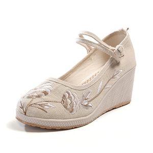 2019 Hot Nacional Estilo Retro Feminino Flat Shoes Primavera-Verão Exquisite Moda Bordados Cloth Shoes Hot Casual Shoes