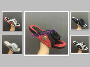 2019 новые повседневные туфли на открытом воздухе кроссовки мода 4 тапочки бесплатная доставка мужчин баскетбольные кроссовки сандалии Hydro IV 4S Slides черный