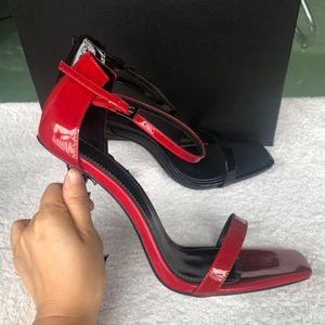 Recién llegados 2020 Patente de cuero tacones emocionantes mujeres Diseñador único Punto de punta de punta de punta Zapatos de boda Marca Sexy Zapatos Letras Talón Sandalias 41