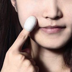 البثرة المزيل 30PCS الحرير الطبيعي الشرانق الجلد الوجه العناية العضوية دودة القز كرات تنقية التبييض التقشير فرك