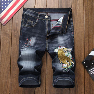 Estilo del verano de los hombres los hombres pantalones cortos de mezclilla pantalones vaqueros de lujo de cremallera agujero patrón del dragón cortocircuitos rectos pantalones vaqueros de color azul y negro