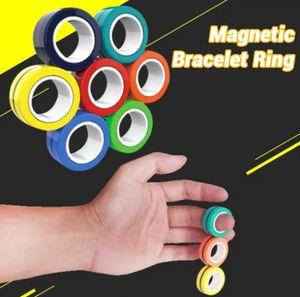Finger Toy Bague Bracelet magnétique Anti-Stress Relief Finger enfants adultes Jeu anneau de doigt aimant pour le cadeau Décompression Toy cadeau AHC723