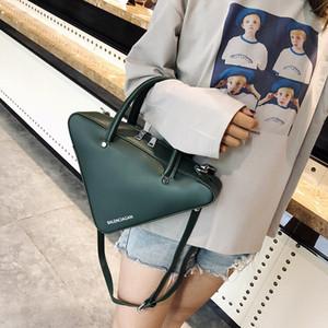 BXX Sac / 2020 de moda de lujo bolsos de diseñador de las mujeres de la cremallera color sólido triángulo tendencia Mini Bolsa de hombro Crossbody ZC754 A25