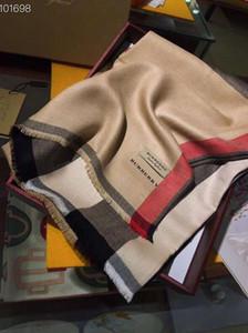 Nueva alta calidad clásica dama de otoño / invierno de la cachemira bufanda carta clásico diseñador a cuadros tamaño bufanda el 180 * 70cm de la bufanda sin caja