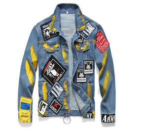 Einzigartige Herren Painted Badge Denim Jacken Washed Fashion Designer Slim Fit Streetwear Motorrad Biker Epaulet Jeans Jacke Mantel 980