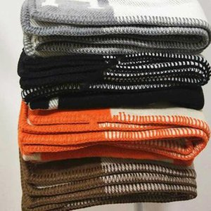 2020 New H Blanket Lance Cashmere Crochet Lã Scarf Shawl Quente Portátil Sofá-cama velo de malha rosa Blanket
