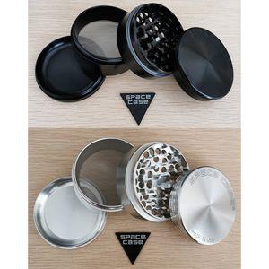 Space Case Grinder 4PC Kraut Spice Crusher-Schwarz-Silber 63mm 2,5 Zoll Durchmesser Qualitäts-Metallschleifmaschinen