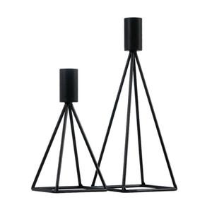 Prima de alambre de metal pirámide Candle Holder Negro geométrico moderno Candelero del hierro de la forma cónica del candelero partido casero contemporáneo de la pieza central