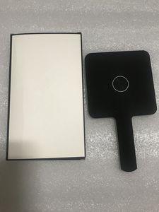 Vente chaude 2019 Nouveau modèle classique C mini maquillage miroir haute qualité miroir main cosmétiques outils avec cadeau boîte cadeau de mariage (Anita Liao)