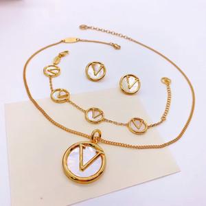 Europa America Style Jewelry Set Lady Donne incise V Inizias Madre of Pearl Tondo Ciondolo Collana Collana Orecchini Braccialetto