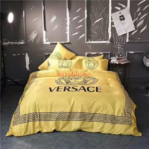 2020 Rainha Primavera-Verão Tamanho fundamento High-end de seda Moda VER Letter Printing Amarelo Quilt tampa da pele-friendly confortável 4P Silk Bed