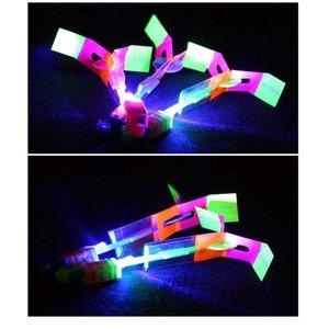 놀라운 LED 라이트 화살표 로켓 헬리콥터 회전 비행 장난감 파티 재미 키즈 야외 점멸 장난감 비행 화살표