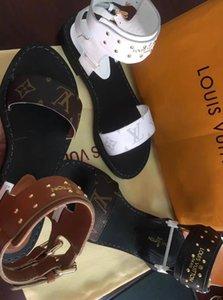 2020 des femmes des hommes DesignerLuxury Sandales Diapo Chaussures d'été Mode doublure Chaussures en cuir de vache noir blanc Slipper boîte Flip Flop 2021510Q