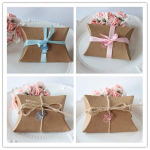 100 개 / 몫 브라운 귀여운 작은 베개 모양 사탕 상자 빈티지 소박한 결혼식 호의 파티 게스트 선물 가방 크래프트 종이 포장 가방 리본