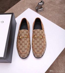 Модельная обувь 18SS Классический деловой Мужская мода Элегантные вечерние свадебные туфли MEN Скольжение на офис Оксфорд обувь для мужчин Black Brown YYYY1
